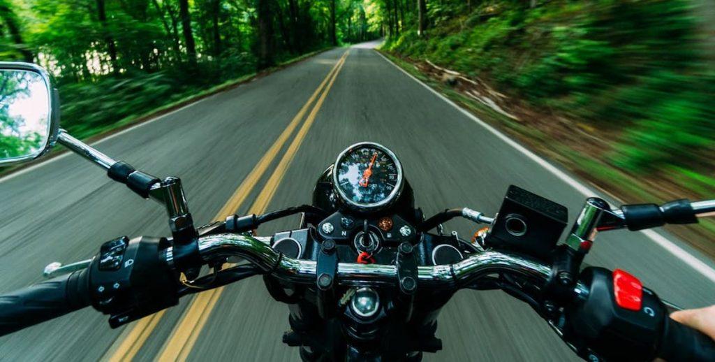 Voordelen zakelijk motorrijden vermijd file