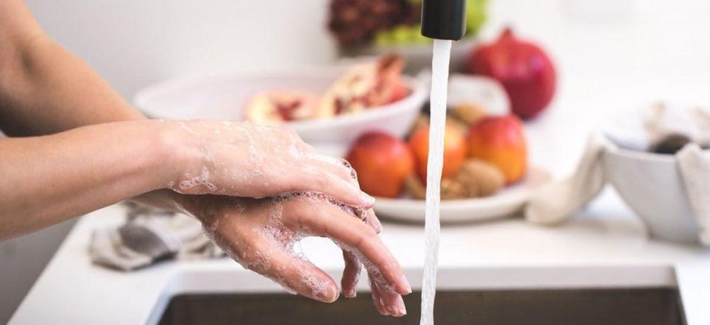 Kantoor keuken handen wassen